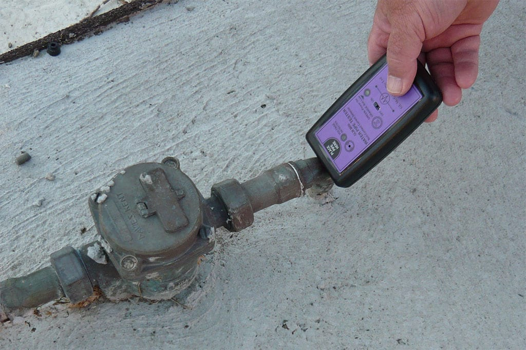 water-pipe-tester-in-use